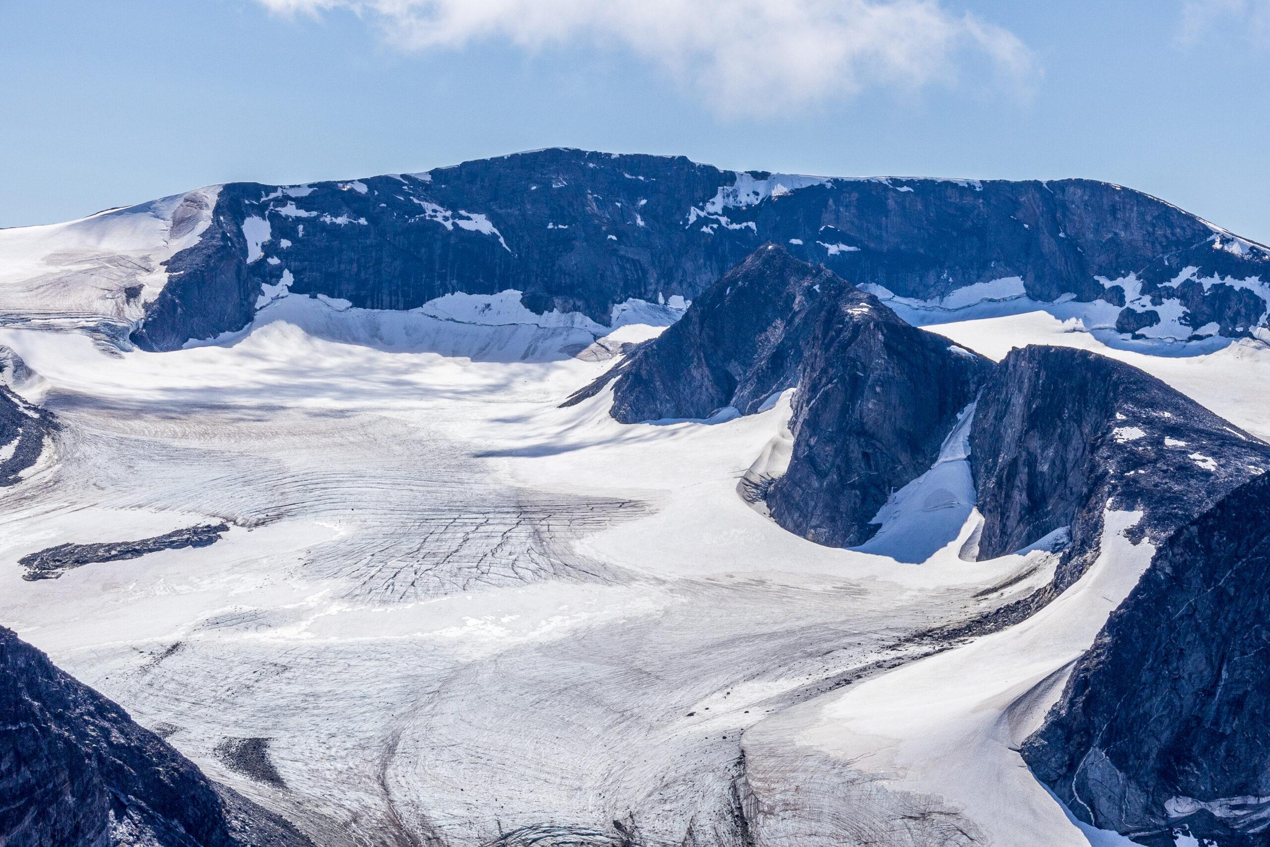 Grotbrean, Glittertinden og Trollsteineggje sett fra  Søre Trollsteinhøe.