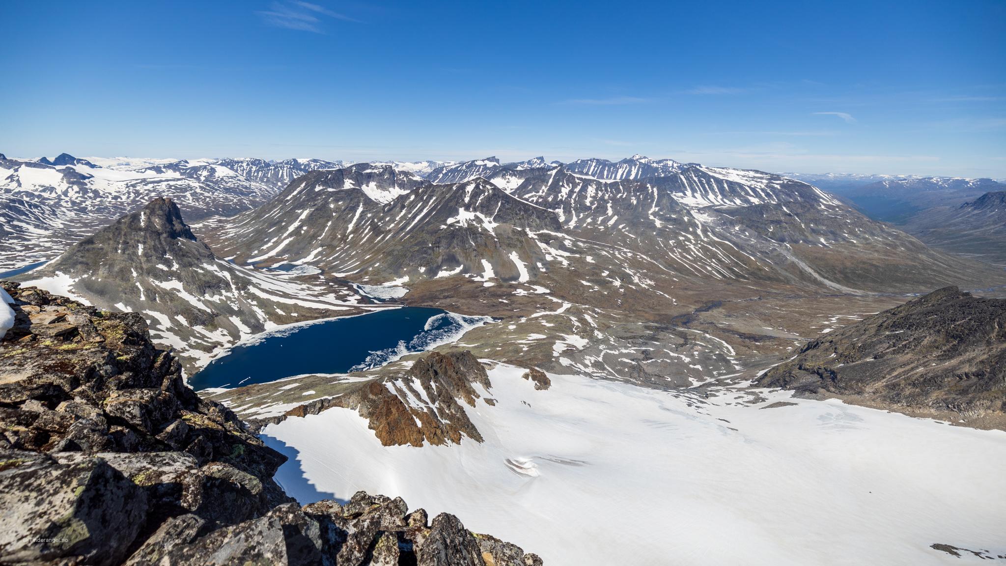 Galdhøpiggmassivet sett fra toppen av Visbretinden.