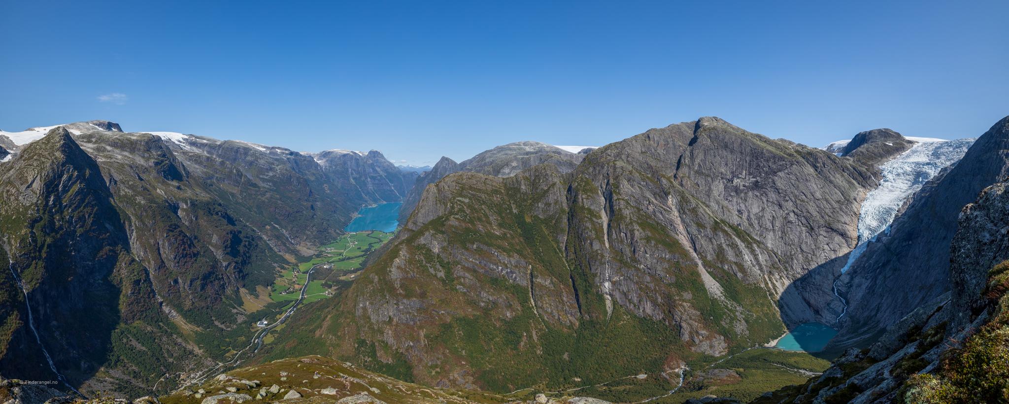 Kattanakken har en fantastisk utsikt ut Olderdalen og Briksdalen.
