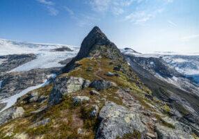 Fjellryggen Kattanakken må være den flotteste oppgangen til Jostedalsbreen.
