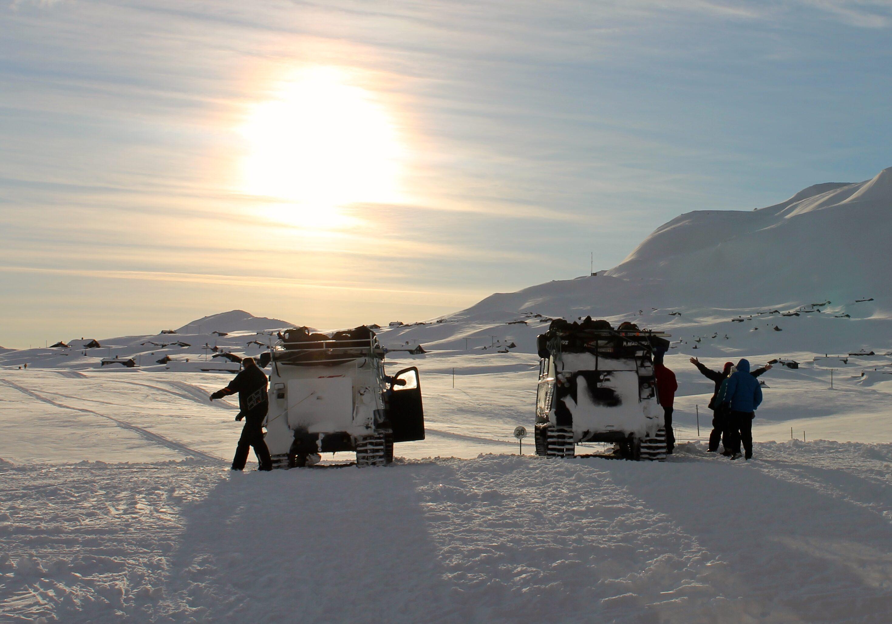 Beltebiler er vinterstid eneste transportmulighet inn til Fondsbu, med mindre en tar beina fatt.