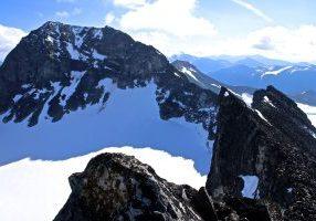 Galdhøpiggen sett fra vest, like under Storjuvtinden (2.344 moh).