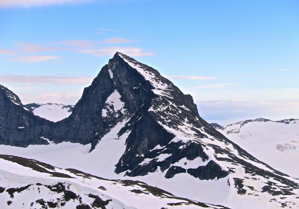 Store Smørstabbtinden (2.208 moh) sett fra Bakerste Skagsnebb (2.093 moh).