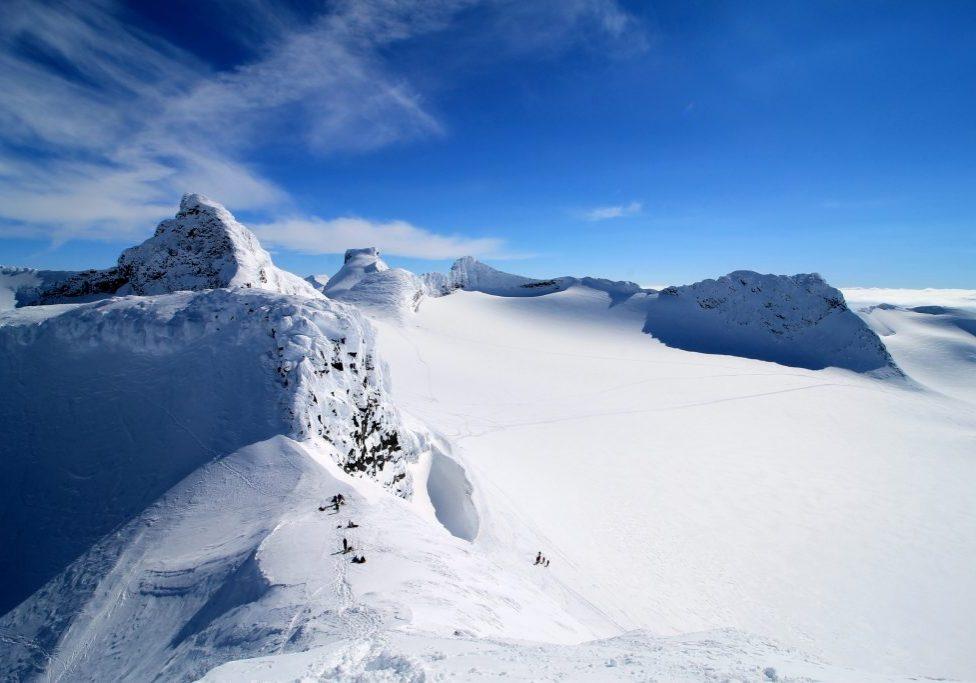 Smørstabbtindan med Sokse, Veslebjørn, Storebjørn og Skeie sett fra toppen av Kniven (2.133 moh).