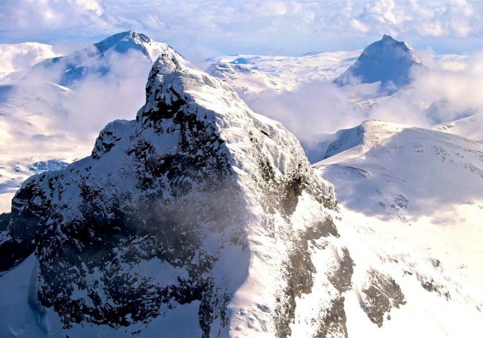 Sokse (2.189 moh) sett fra toppen av Store Smørstabbtinden.