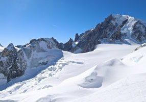 Vallée Blanche  med Mont Blanc du Tacul (4.248 moh) i bakgrunnen.
