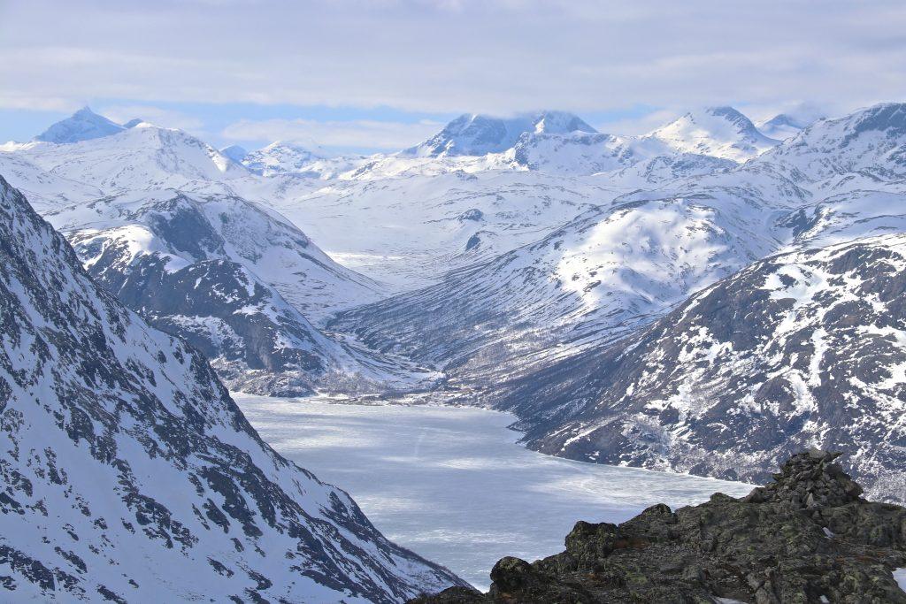 Utsikt mot Memurubu fra Knutshøe.