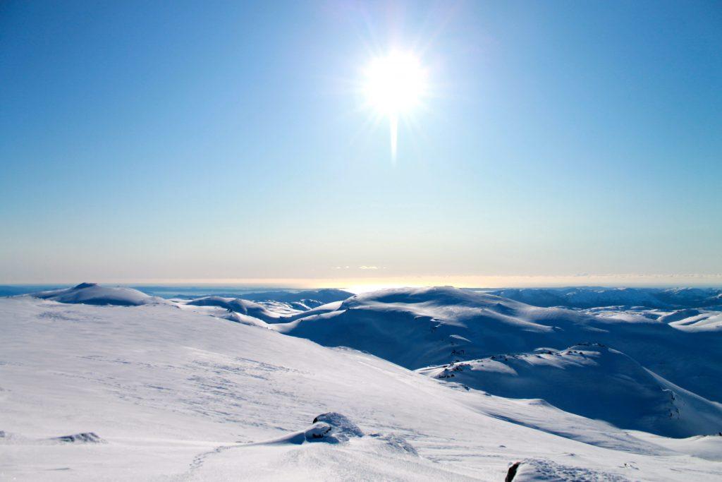 Fra Tveitakvitingen er en fantastisk vid utsikt vestover.