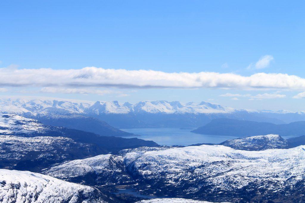 Hardangerfjorden, Rosendalsalper og Folgefonna.