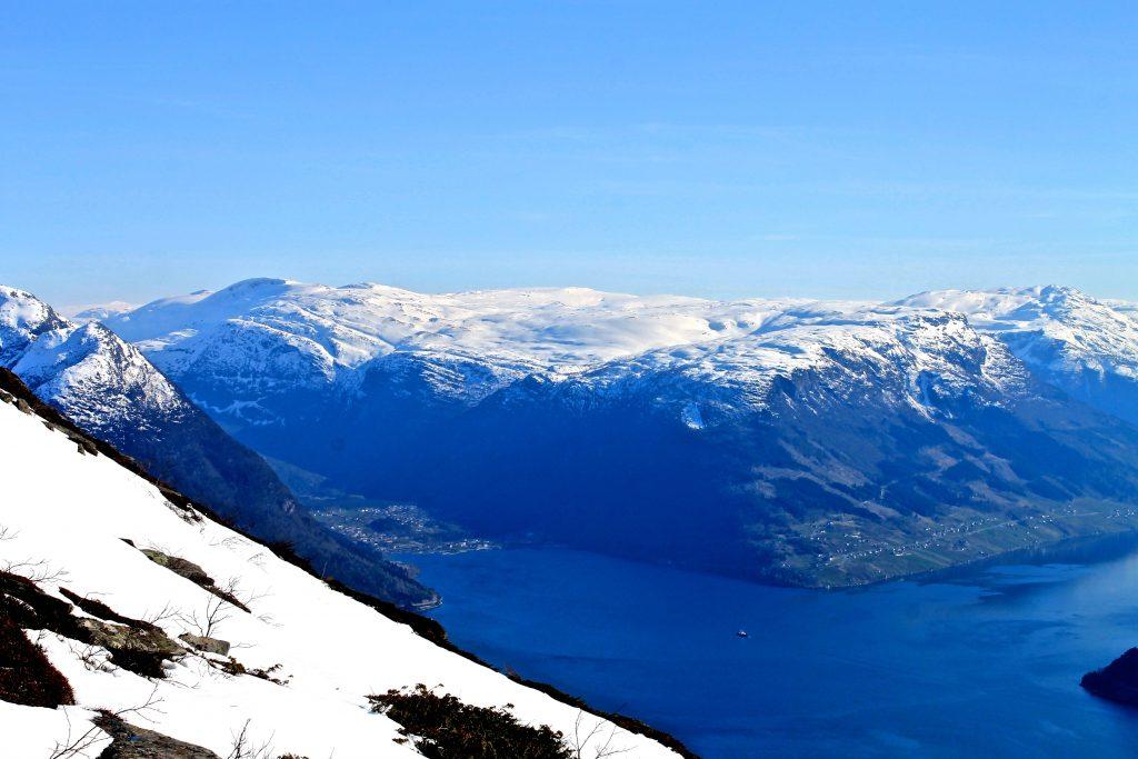 Utsikt mot Kinsarvik sett fra Oksen.
