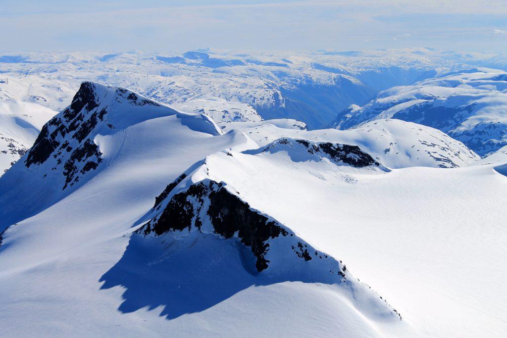Søre Smørstabbtindan og Gravdalstinden sett fra Storebjørn.