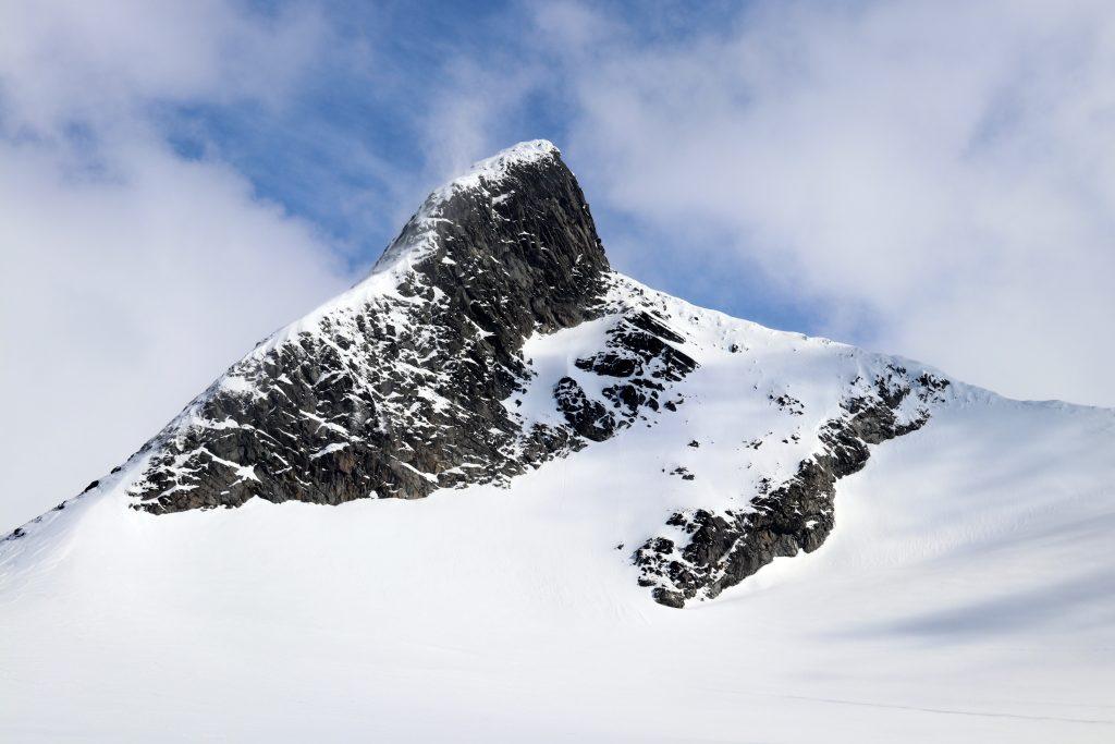 Skeie (2.118 moh) nordvestrygg sett fra Leirbrean like ved Kalven.