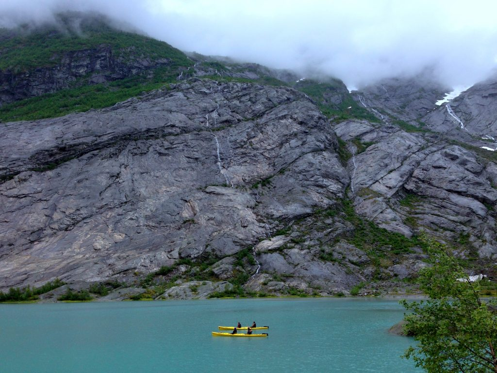 Padling på Nigardsvatnet ved Nigardsbreen.