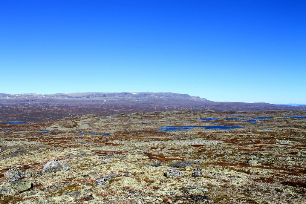 Hallingskarvet er et dominerende landemerke nord på Hardangervidda.