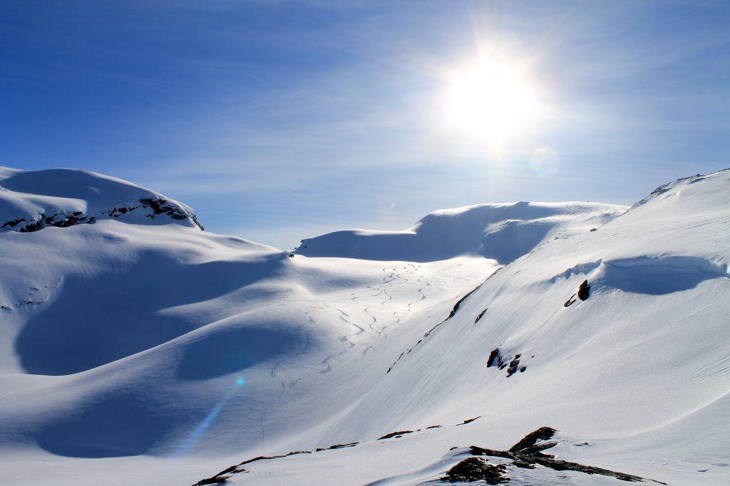 Midtfjell er en fin skitopp med muligheter for flott nedkjøring.