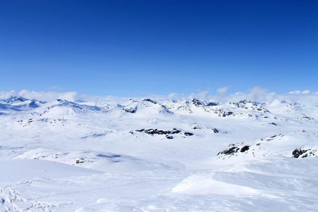 Mange kjente topper i Jotunheimen - utsikt nordover.