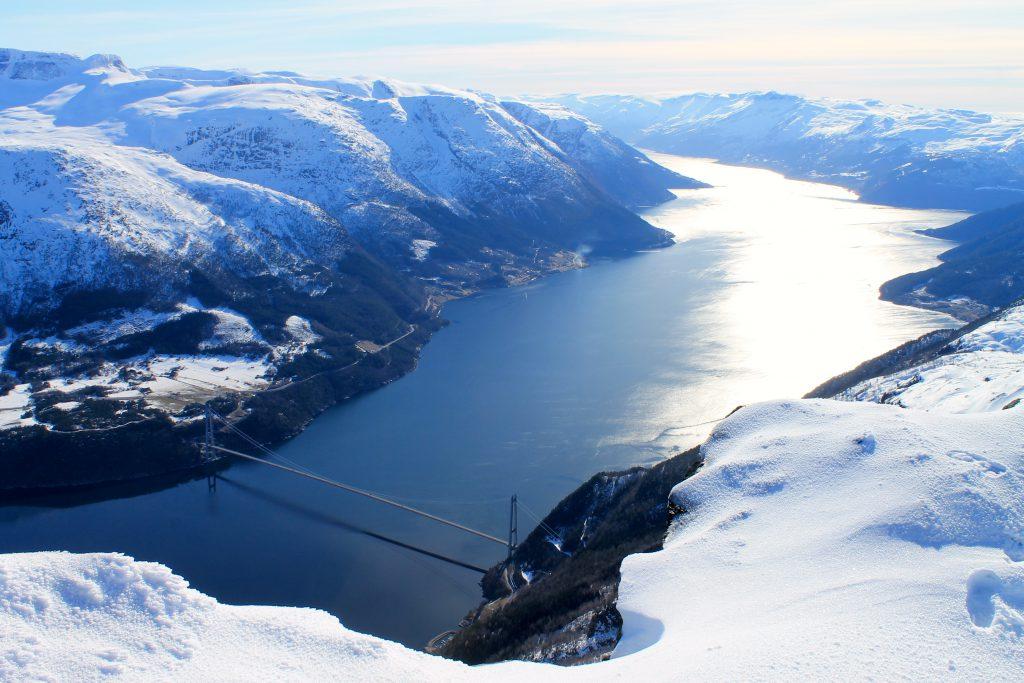 En utrolig flott utsikt over Hardangerfjorden fra Midtfjellet
