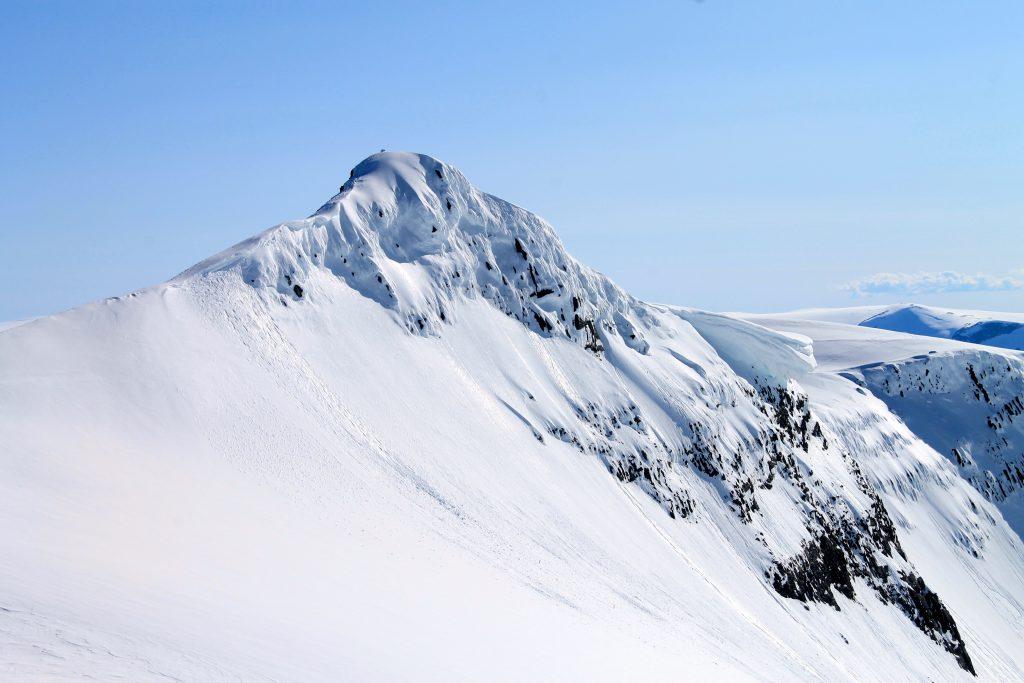 Fjellryggen Veslekåpa er fin å traversere over mot Lodalskåpa.