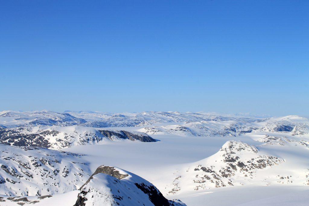 Utsikt mot den nordligste delen av Jostedalsbreen og Strynefjellet.