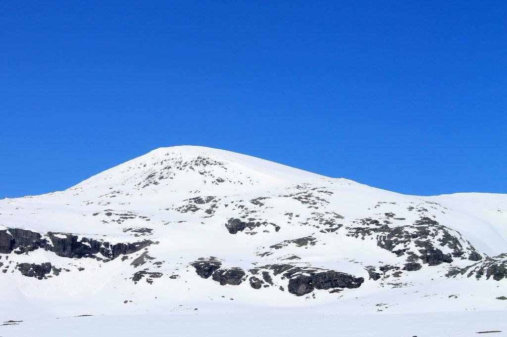 Folarskardnuten er den høyeste toppen på Hallingskarvet (1.933 moh)