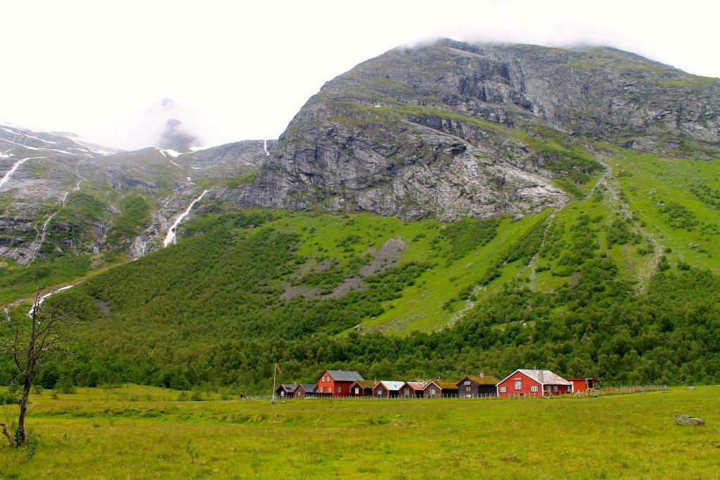 Bødalsseter er et fint utgangspunkt for turer opp på Jostedalsbreen.