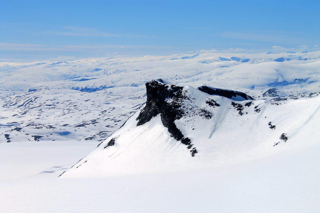 Nuntaket Kalven (2.034 moh) i Smørstabbremassivet.