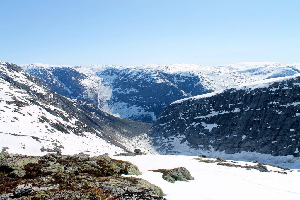 Ved brekanten til Jostedalsbreen på ca. 1.400 moh er det fint å ta en pause.