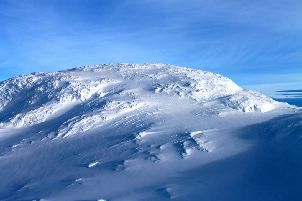 Baksafjellet (1.636 moh) er en flott topptur fra Hallingskeid, Kaldavasshytta eller Myrdal.