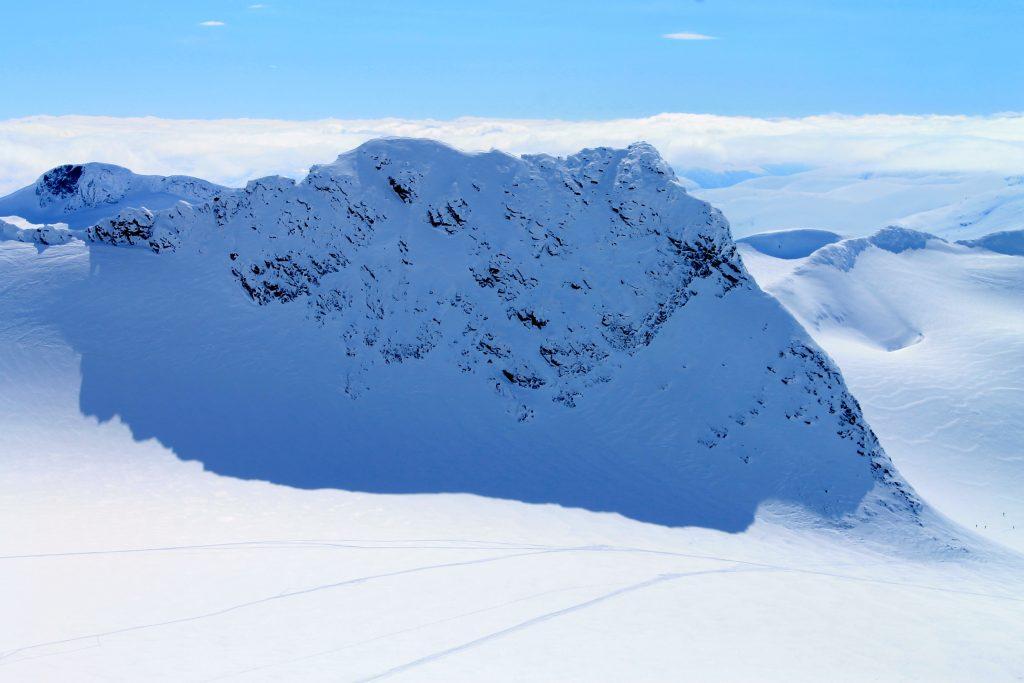 Fjellryggen Skeie (2.118 moh) i Smørstabbtindan sett fra Kniven.