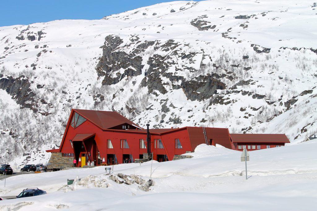 Hotellet på Turtagrø er et godt utgangspunkt for turer inn i Hurrungane. Hotellet har lang historie for fjellsport.