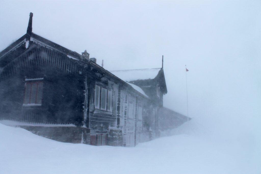 Haukeliseter er en av DNTs største turisthytter og markerer slutten på Hardangervidda i sør.