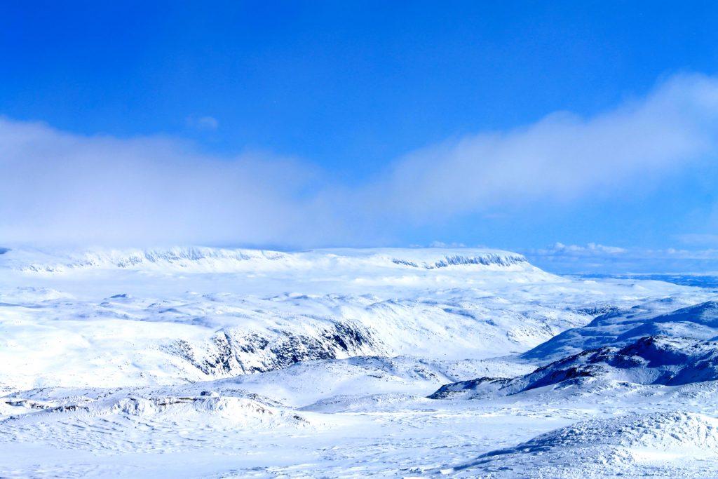 Flott utsikt mot Hallingskarvet fra Jøkulhytta og Hardangerjøkulen.