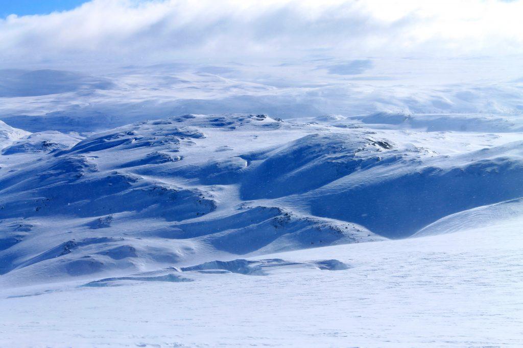 Brefallet Vestra Leirebottsskåka på Hardangerjøkulen har flere brede og dype sprekker.