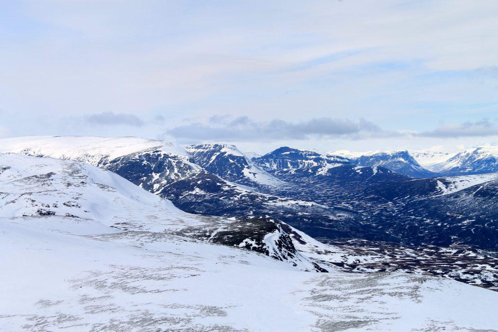 Ranastongi, Rankonøse og Grindane er alle fjellrygger i Hemsedalsfjella kjent for sine stupbratte fjellsider.
