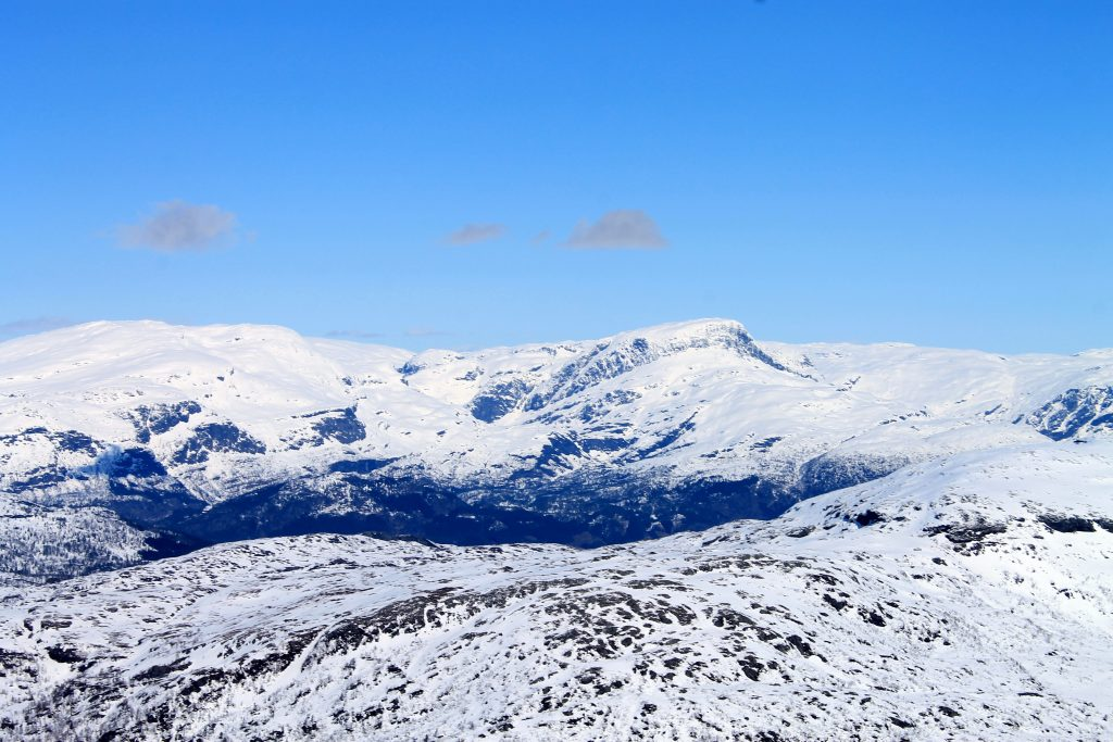 Utsikt fra Ingebjørgfjellet mot Såtaskavlen og Vassfjøro.