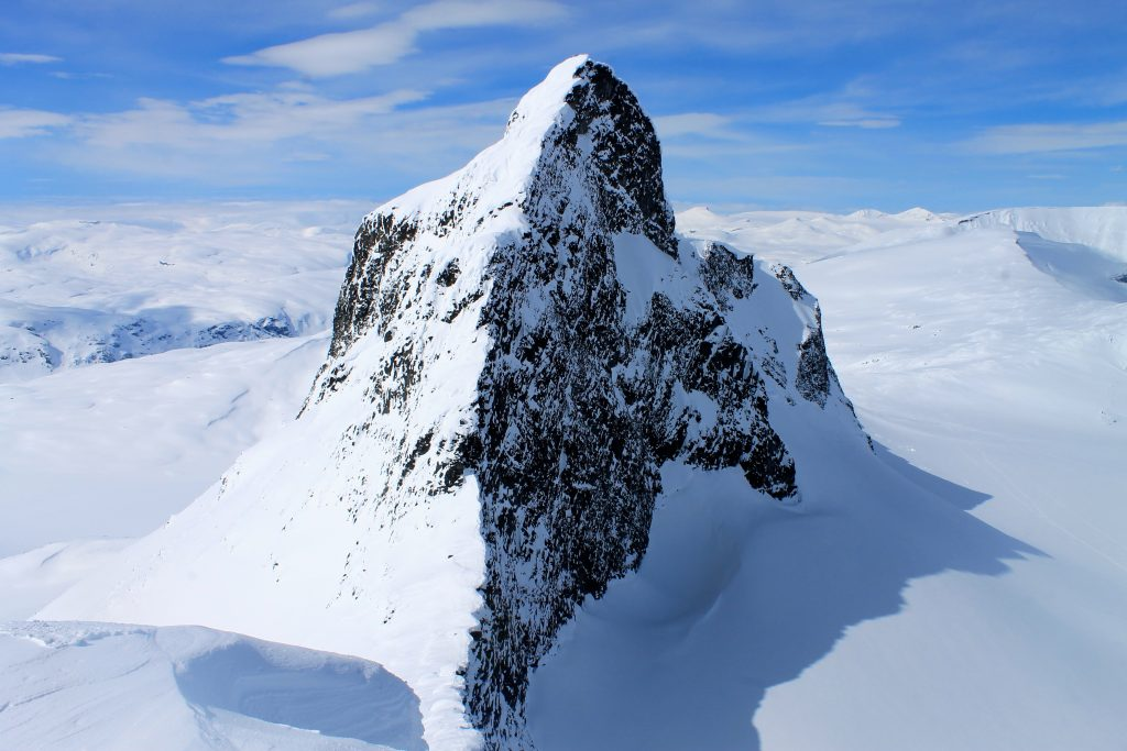 Store Smørstabbtinden (2.208 moh) sett fra Kniven (2.133 moh).