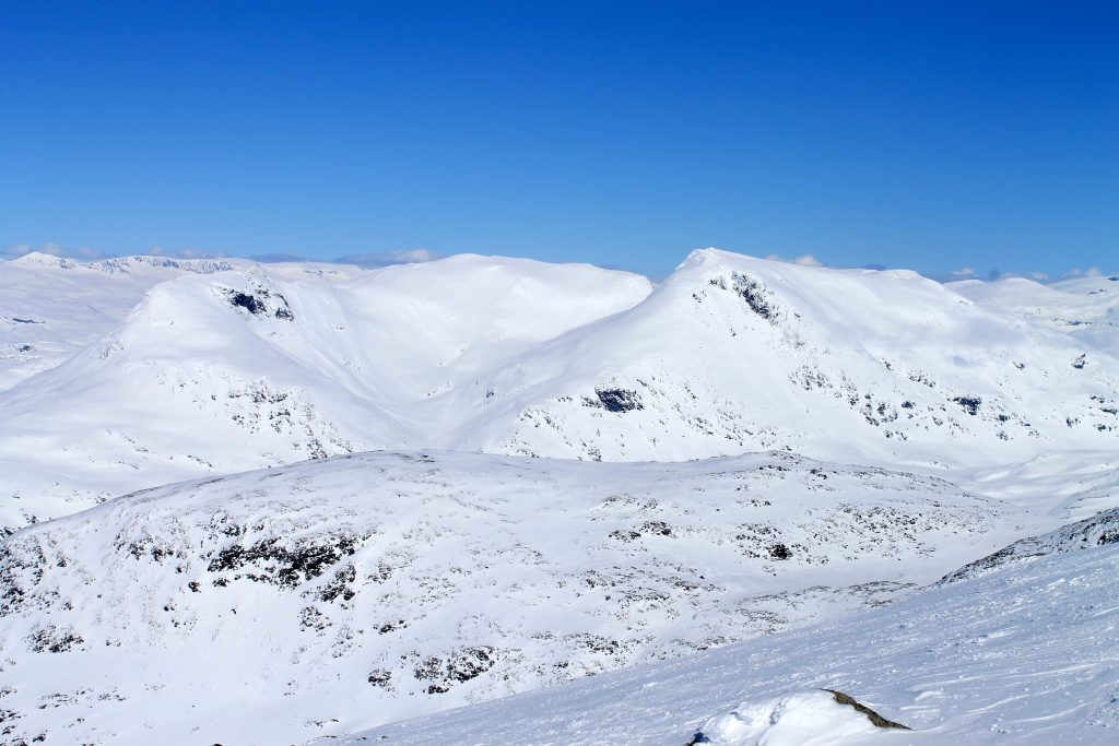 Utsikt fra Dyrhaugstindane mot Steindalsnosi og Fannaråki.