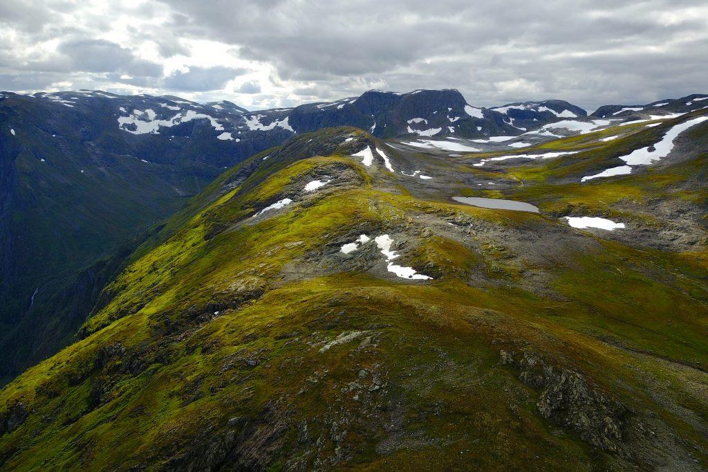 Rimstigfjellet (1.299 moh) er en flott topptur opp Rimstigen fra Bakka i Nærøyfjorden.