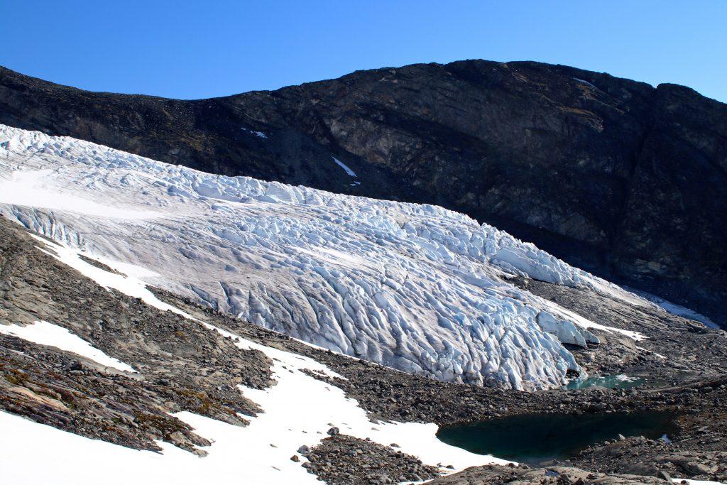 Eventyrisen blåisområdet på nedre del av Svellnosbrean.