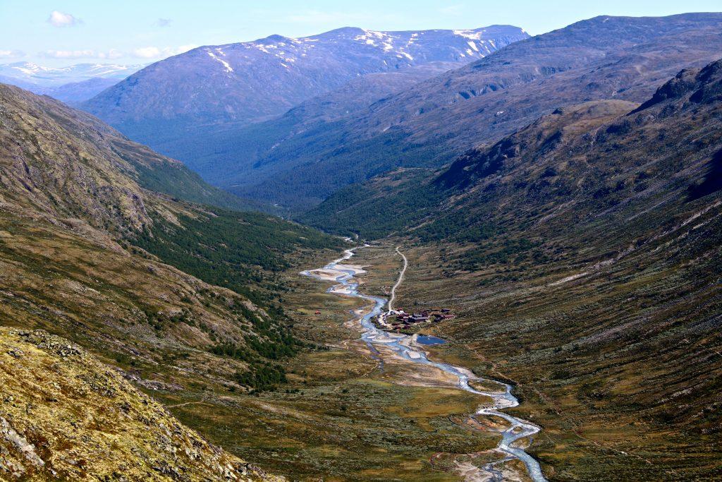 Under oppstigningen til Styggehøe er det fin utsikt ned i Visdalen mot Spiterstulen.
