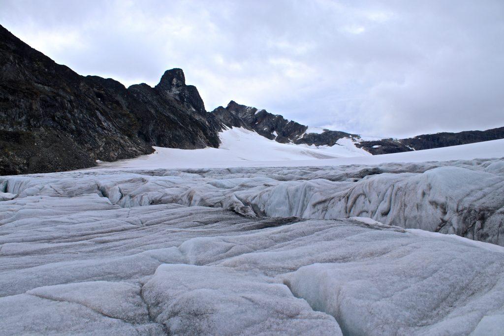 Store Veotinden (2.240 moh) sett fra Veobrean.