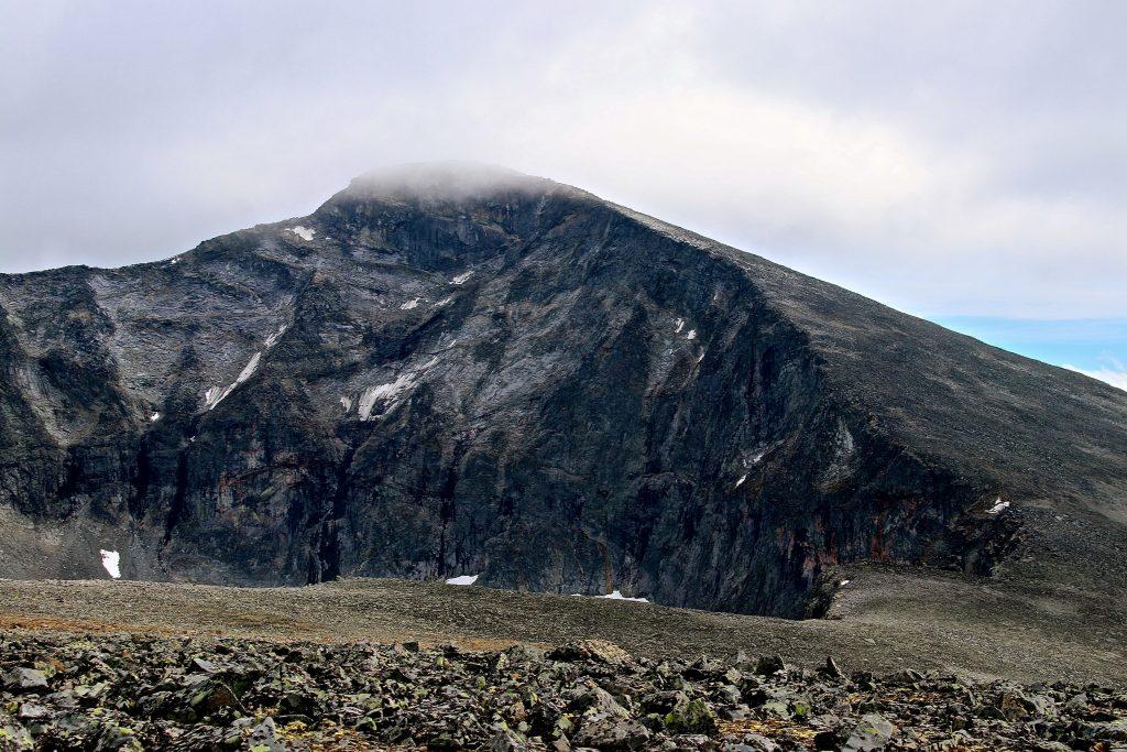 Nautgardstinden (2.258 moh) nordøst i Jotunheimen er en fin topptur fra Glitterheim.