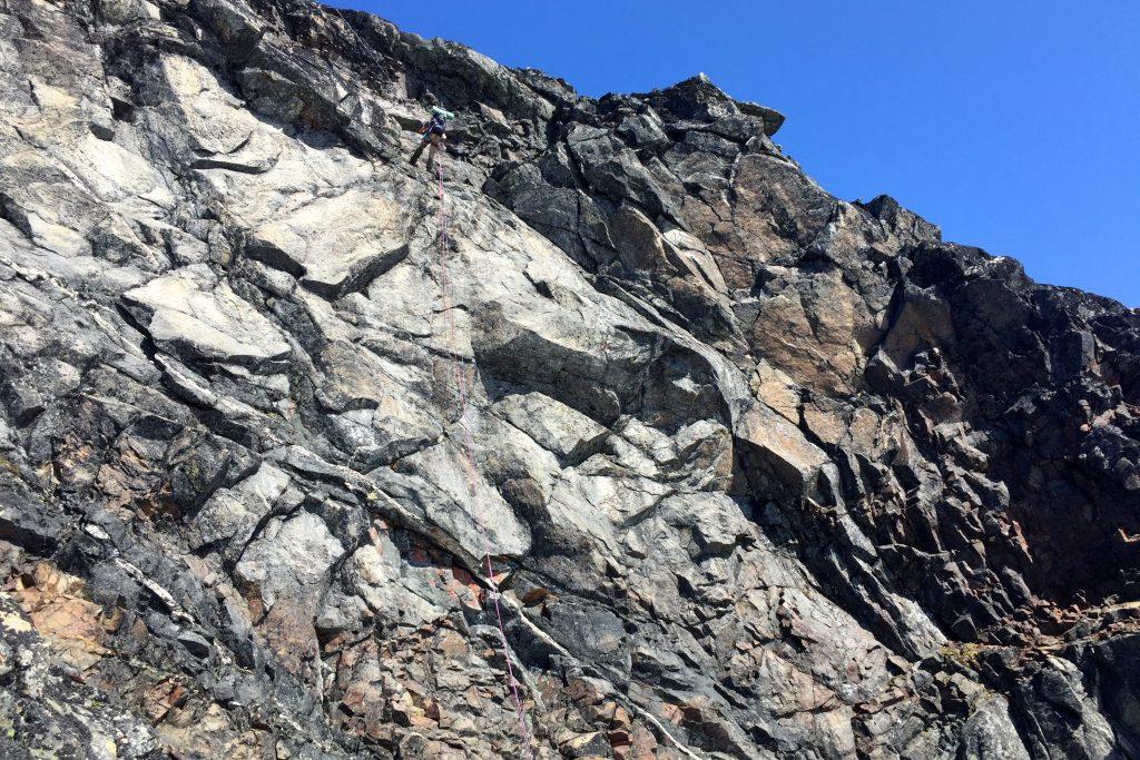 60 meters rappell ned fra Midtre Tverråtinden.