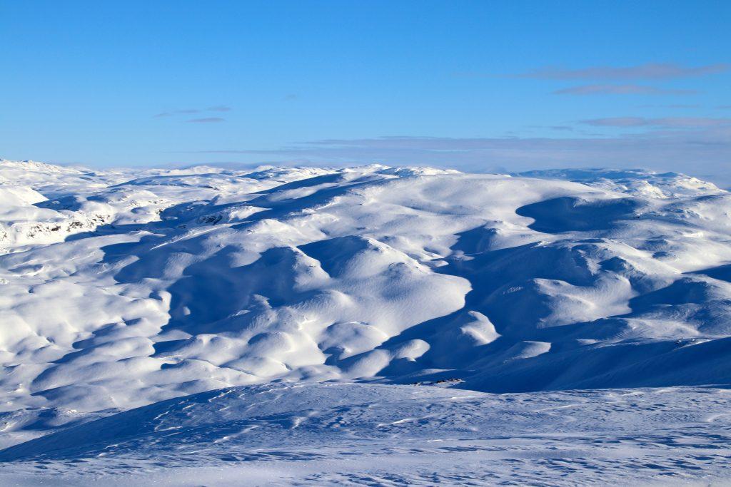 Utsikt fra Vassfjøra, østover mot Osaskavlen (1.477 mot).