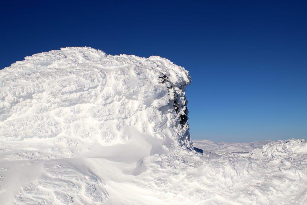 Toppvarden på Vassfjøra (1.633 moh) en iskald vinterdag.