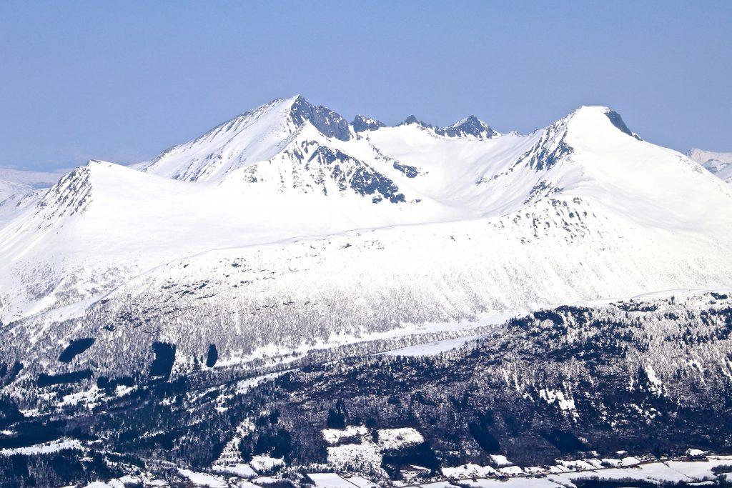 Hesteskotraversen med Klauva (1.512 moh) og Kyrkjetaket (1.439 moh).