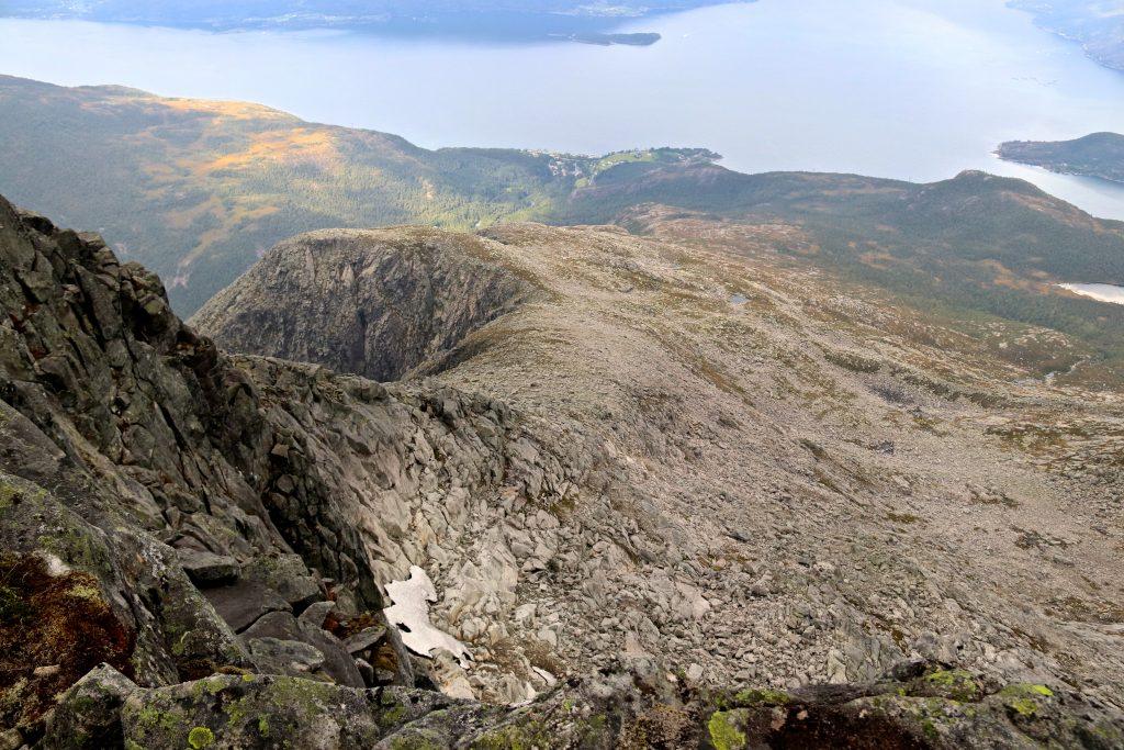 Nordvest-ryggen opp til toppen av Gygrastolen fra Skrunten.