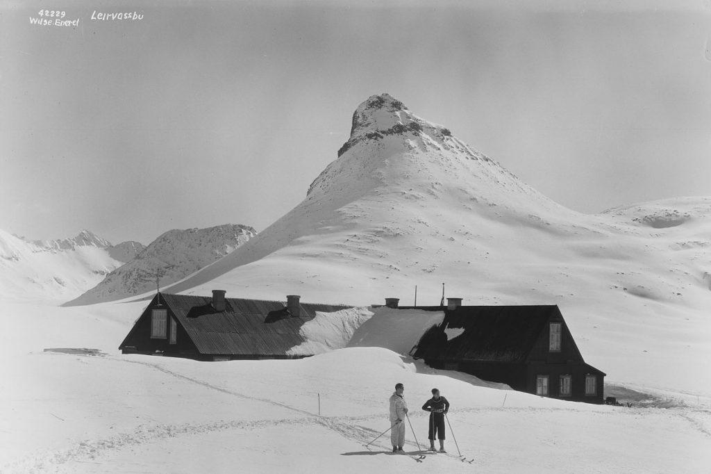Leirvassbu i 1935. Foto: Wilse, Anders Beer; Norsk Folkemuseum
