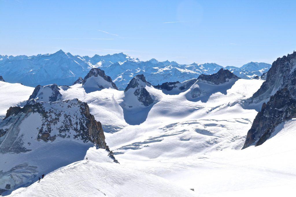 Vallée Blanche er også navnet på breruten over Glacier du Géant mellom Aiguille du Midi i Frankrike og Pointe Helbronner i Italia.