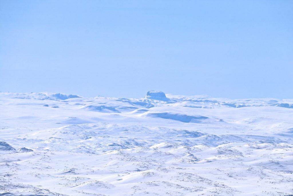 Den vestlige delen av Hardangervidda med Hårteigen (1.690 moh) sett fra Folarskardnuten.